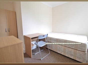EasyRoommate UK - 4 Friendly second year students! - Winton, Bournemouth - £370