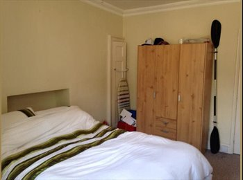 EasyRoommate UK - Large double bedroom with built in storage - Bath, Bath and NE Somerset - £400