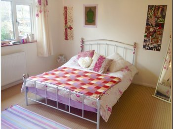 EasyRoommate UK - Spacious room in comfortable detached house - Hornchurch, London - £390