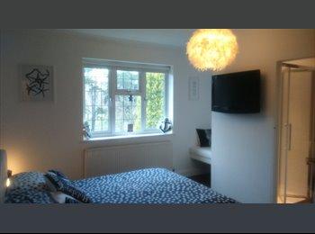 EasyRoommate UK - 5 Nights Luxury En-suite Room - Glenfield, Leicester - £425