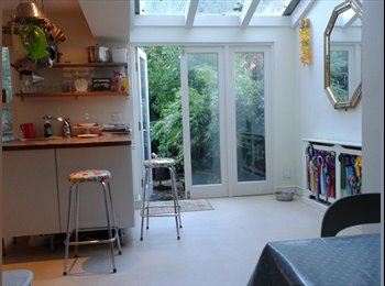EasyRoommate UK - Massive sunny room in Victorian house, B/H border - Hove, Brighton and Hove - £600