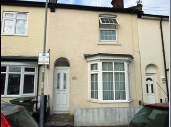 EasyRoommate UK - CHEAP RENT, TOWN CENTRE, FURNISHED - Southampton, Southampton - £280