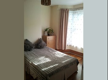 Double room to let, close to station & amenities