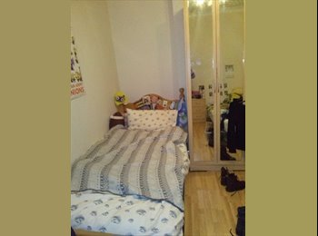 EasyRoommate UK - Roomshare Available For Girl Between Bethnal Green - Whitechapel, London - £300