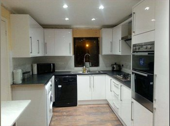 EasyRoommate UK - Large double rooms in a newly refurbished house - Easthampstead, Bracknell - £475