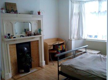 Double bedroom in Bearwood