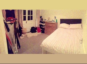 EasyRoommate UK - Large Double Bed Room To Rent With Lovely Flatmate - Fulham, London - £777