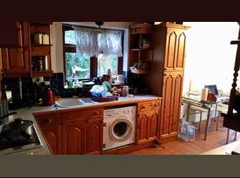 EasyRoommate UK - Lovely room in great area in  Petts wood. - Petts Wood, London - £460