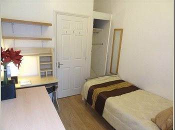 EasyRoommate UK - A WELL PRESENTED CLEAN AND LOVELY ROOMS AVAIL BS1 - Bristol City Centre, Bristol - £320