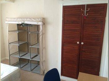 EasyRoommate UK - Happy double room in Barkingside - Barkingside, London - £650