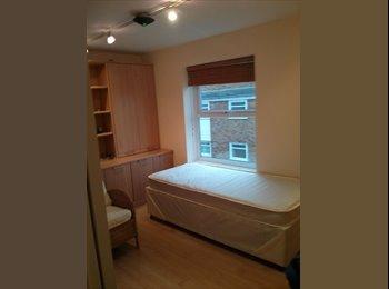 EasyRoommate UK - Lovely Double Room Nice Area Close to Centre, Park - Cheltenham, Cheltenham - £450