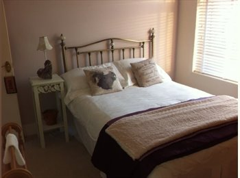 EasyRoommate UK - BRIGHT, SPACIOUS ROOM AVAILABLE MON TO FRI - Southsea, Portsmouth - £400