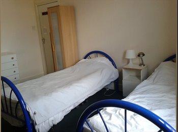 EasyRoommate UK - bright double room - Shepherds Bush, London - £800