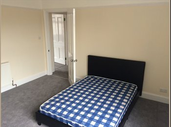 Beautiful large rooms available by fishermans walk.