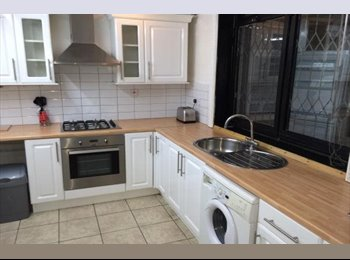 EasyRoommate UK - Double Room, 5 minutes walk from DLR station - Tower Hamlets, London - £695