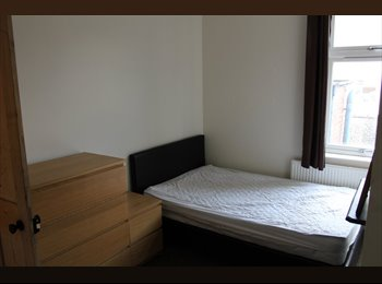EasyRoommate UK - Large Double Room To Rent (With 2 Cool Housemates) - Loughborough, Loughborough - £340