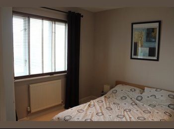 EasyRoommate UK - Double Room available in large spacious flat - Poplar, London - £900