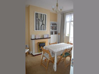 EasyRoommate UK - Spacious Double Room in Plaistow - £115 - Plaistow, London - £499