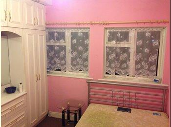 EasyRoommate UK - Room available near( Heathrow ,hounslow) for female - Hounslow, London - £530