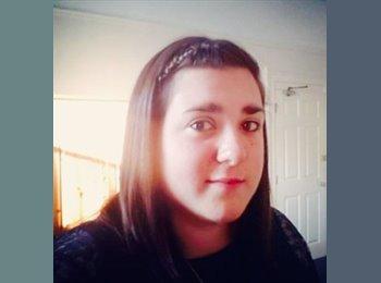 Laura - 22 - Student