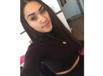Katie - 19 - Student