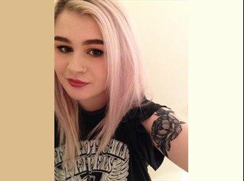 EasyRoommate UK - Emily - 19 - Hatfield