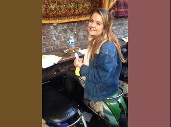 EasyRoommate UK - Rachel - 21 - Reading