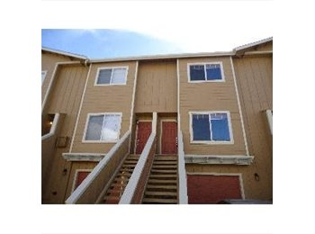 Nice clean townhome minutes from TMCC/UNR