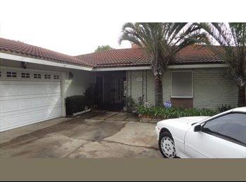 EasyRoommate US - Looking for roomate - Santa Ana, Orange County - $1250