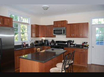 Beautiful room available in luxury townhouse!