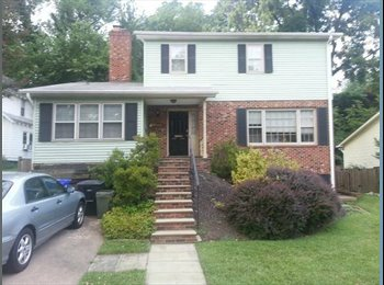 $890 Room available close to E. Falls Church metro