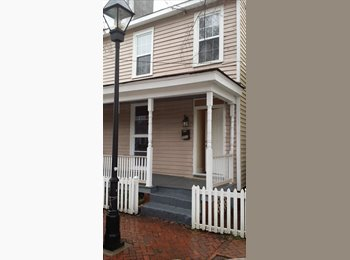 EasyRoommate US - 3 bedroom renovated townhouse - Richmond Central, Richmond - $1500