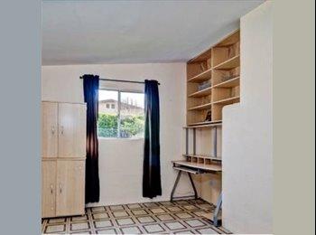 EasyRoommate US - Need 4th roommate - Oceanside, San Diego - $525