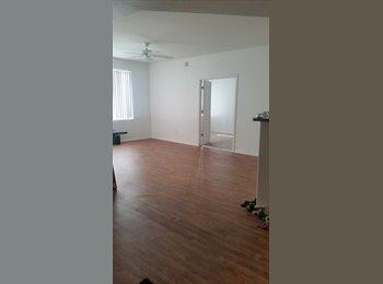 EasyRoommate US - Master Bedroom W/ Private Bath & Huge Closet!  - Paradise Valley, Phoenix - $623