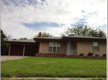 EasyRoommate US - Large Sunnyside Home, Pet Friendly - Sunnyside, Fresno - $1300