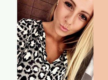 Anna  - 18 - Student