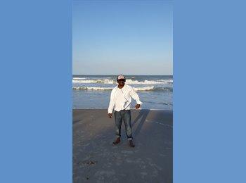EasyRoommate US - Gerald Scott - 47 - Orlando Area