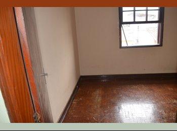 EasyQuarto BR - Alugo quarto/divido casa/centro de Mogi das Cruzes - Mogi das Cruzes, RM - Grande São Paulo - R$450
