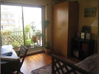 Appartager FR - Chambre avec baie vitrée sur jardin, balcon, - 18ème Arrondissement, Paris - Ile De France - €550
