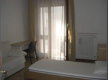 EasyStanza IT - AFFITTO DUE CAMERE SINGOLE IN CENTRO - Parma, Parma - €350