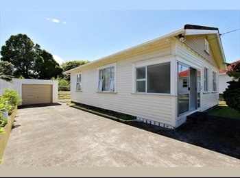 NZ - 2 Bedrooms available in character townhouse - Frankleigh Park, New Plymouth - $120
