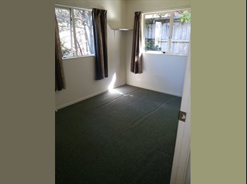NZ - Sunny Totara Vale - Glenfield, Auckland - $180