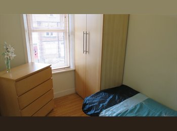 EasyRoommate UK - Lovely Single and Large Double in Prof House - Newcastle City Centre, Newcastle upon Tyne - £250