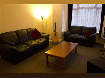 EasyRoommate UK - single room great location :-) - Canton, Cardiff - £300