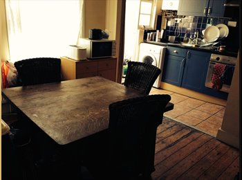 LARGE DOUBLE BEDROOM TO LET - £550