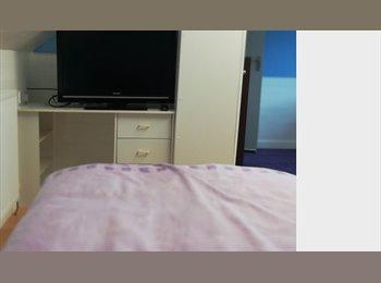 EasyRoommate UK - ONE BEDROOM TO RENT - Huddersfield, Kirklees - £300
