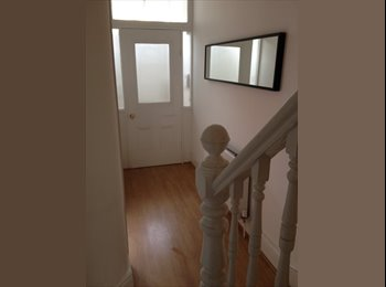 EasyRoommate UK - Bedroom available from July in 5 bed house 85 per week - Wavertree, Liverpool - £350
