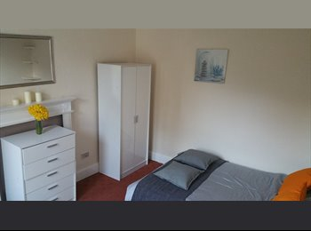 EasyRoommate UK - Fantastic professional house in Moseley - Moseley, Birmingham - £425