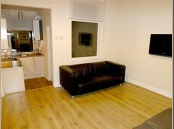 3 double rooms to let in HUNTERS BAR