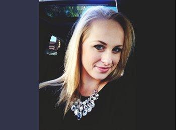 EasyRoommate US - Amanda - 22 - Southeast California